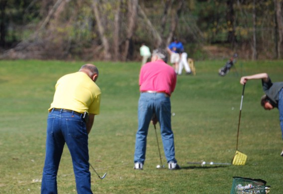 腰痛で悩むゴルフ仲間